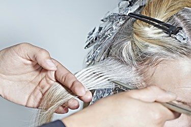 How to Ease an Itchy Scalp after Bleaching